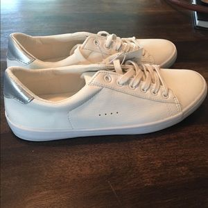 Old Navy white sneakers w/ metallic detail sz 8